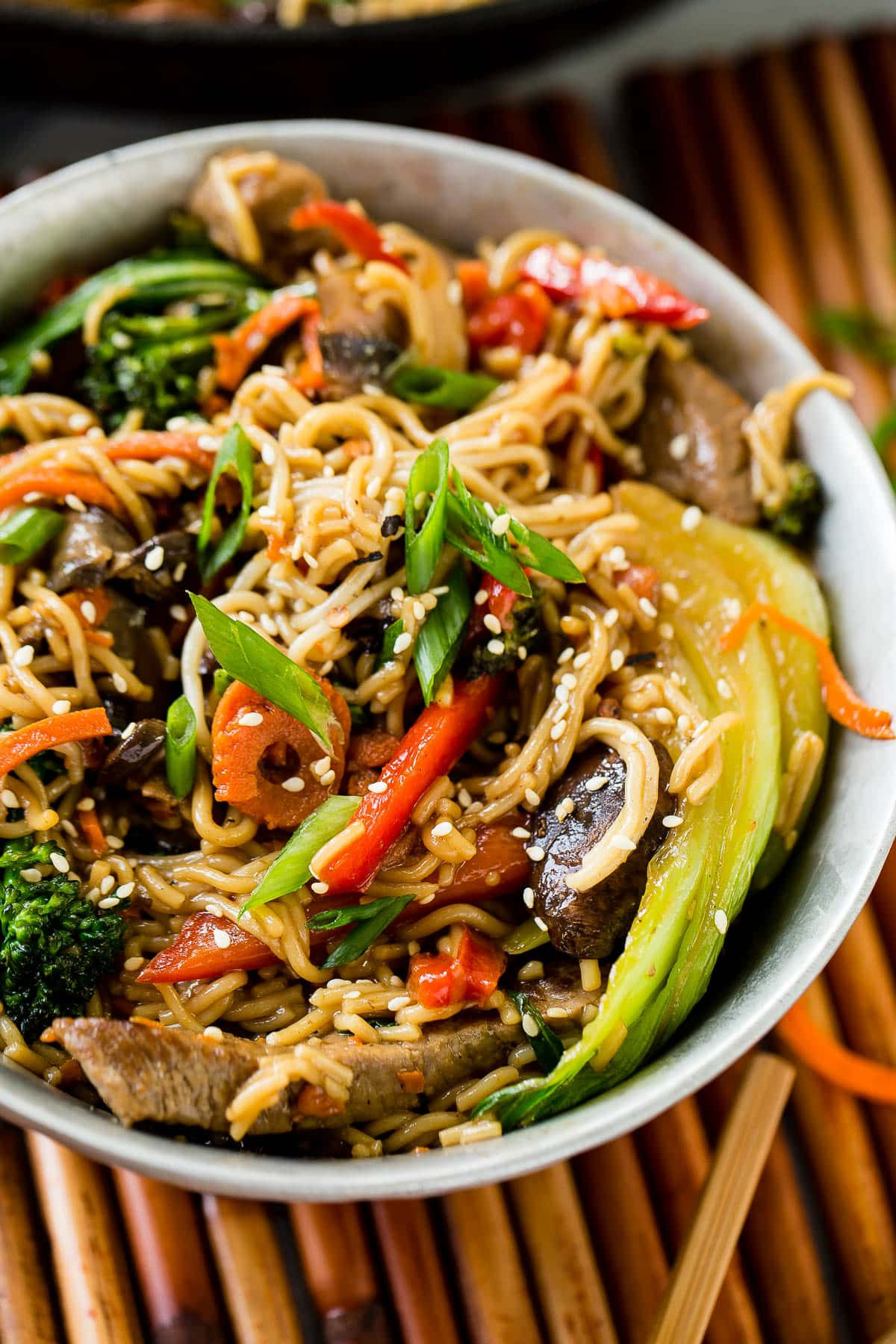 It just takes 15 minutes to make this quick and easy 15 minute beef stir fry with skirt steak, baby bok choy and other veggies ! ohsweetbasil.com