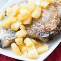 apple chutney pork chops ohsweetbasil.com