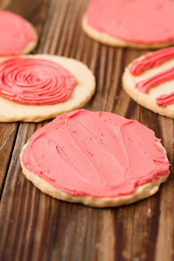 easy sugar cookies ohsweetbasil.com
