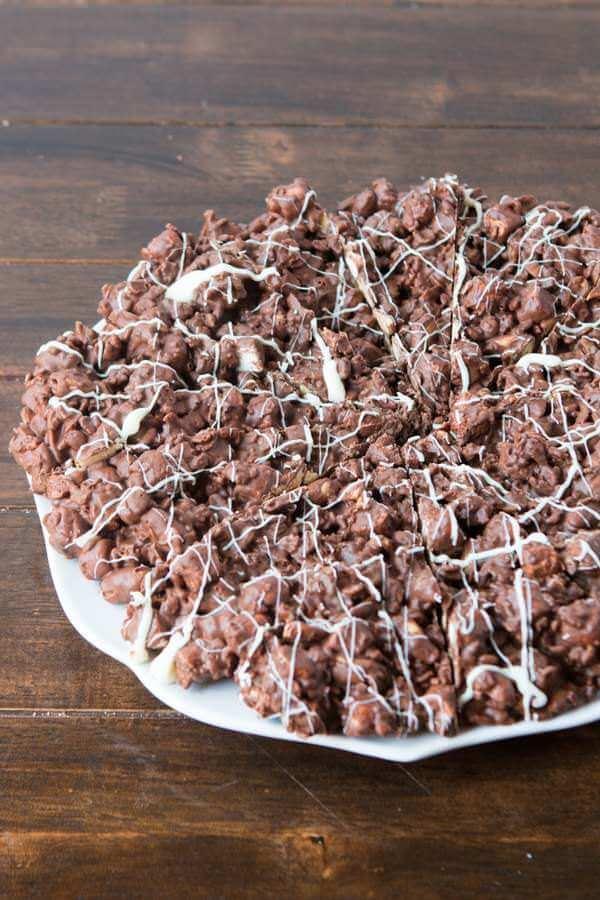 Crunchy, chocolatey, treats! Rocky Road Chocolate Pizza ohsweetbasil.com