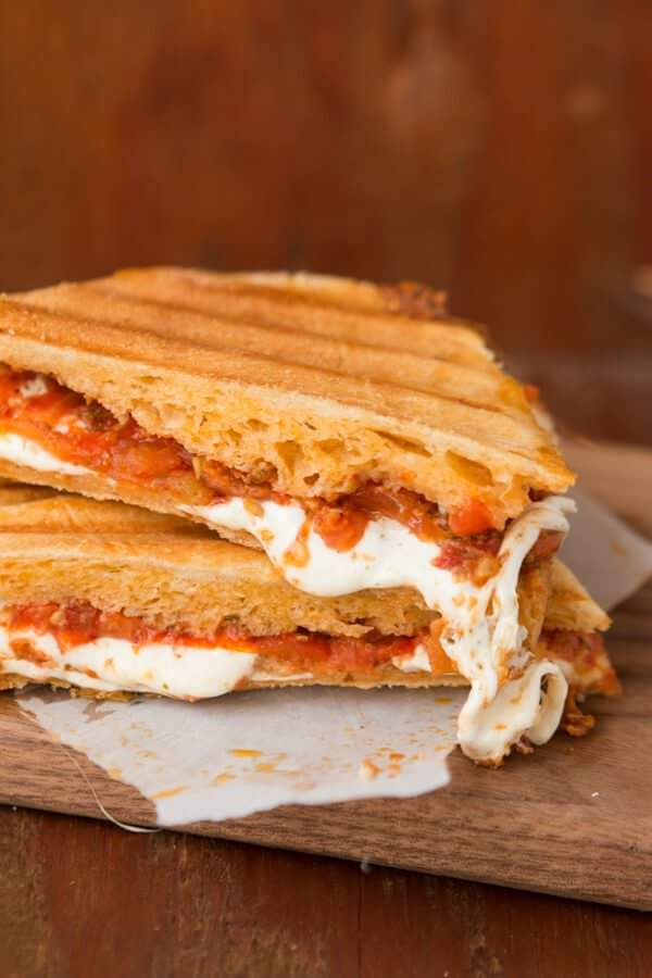 sun dried tomato pesto panini recipe for lunch ideas! ohsweetbasil.com