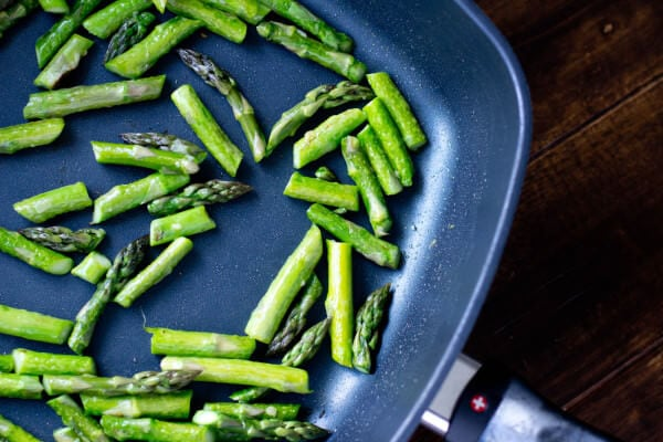 sauteed asparagus ohsweetbasil.com