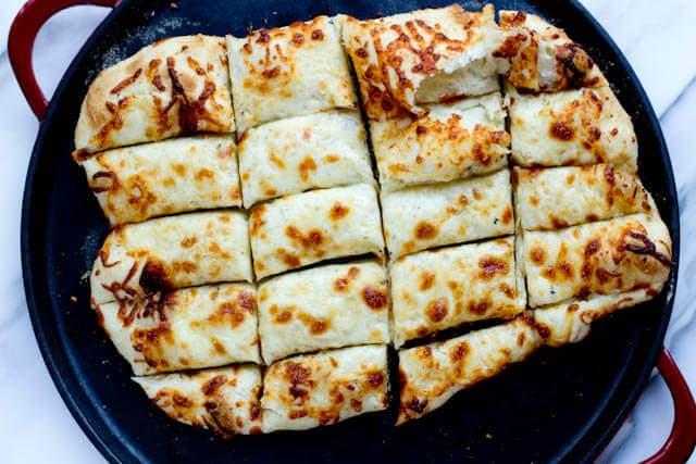 garlic cheese bread ohsweetbasil.com