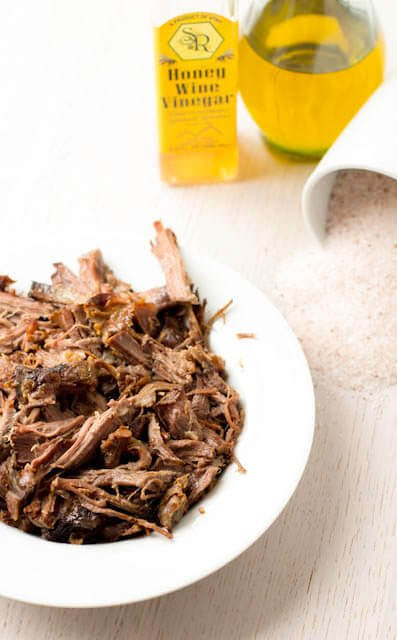How to make tender shredded beef recipe requires only 4 ingredients, and will delicious for leftovers like, bbq beef sandiches, tostadas etc.