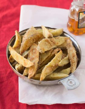 #copycat #recipe Safeway has nothing on these jojos!! Crispy, tender potato wedges just like your favorite grocery store ohsweetbasil.com_-2