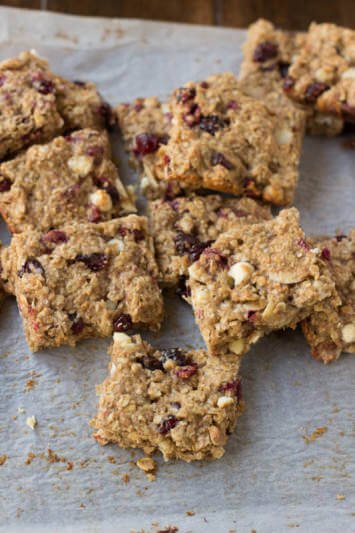Pomegranate yogurt bites hidden in healthy granola bars loaded with applesauce, craisins, wheat germ etc. Perfect for #backtoschool ohsweetbasil.com-4