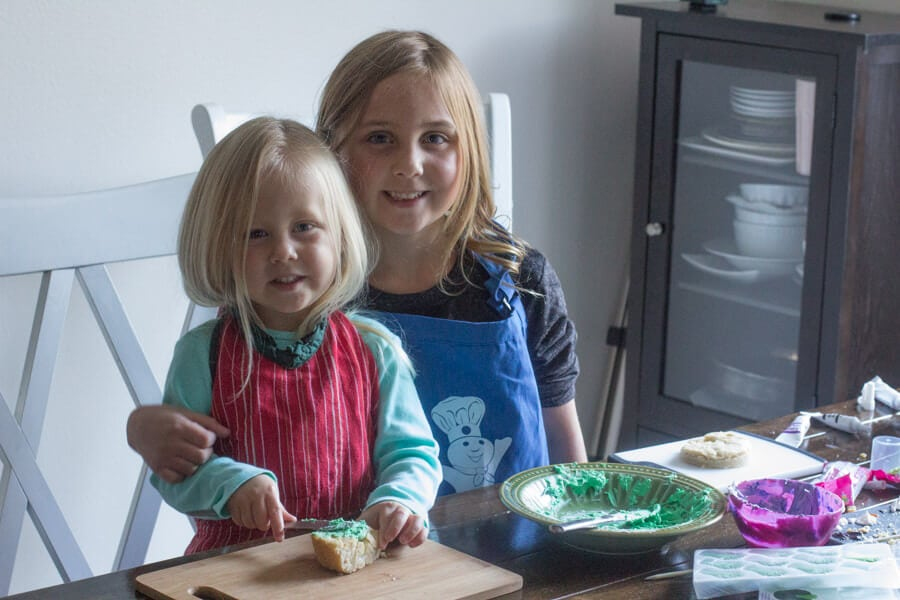 cookie #monsters are so much fun to make! Plus read the tips in the recipe about how to make different monsters with one easy tip #halloween ohsweetbasil.com-5