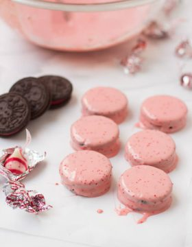 candy cane oreos that are only 2 ingredients and the kids can do the whole thing! ohsweetbasil_edited-1