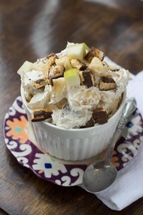 I'd never hear of snickers #salad, but once I had it I knew it was no ordinary salad. And now there's a suped up cheesecake version! ohsweetbasil.com