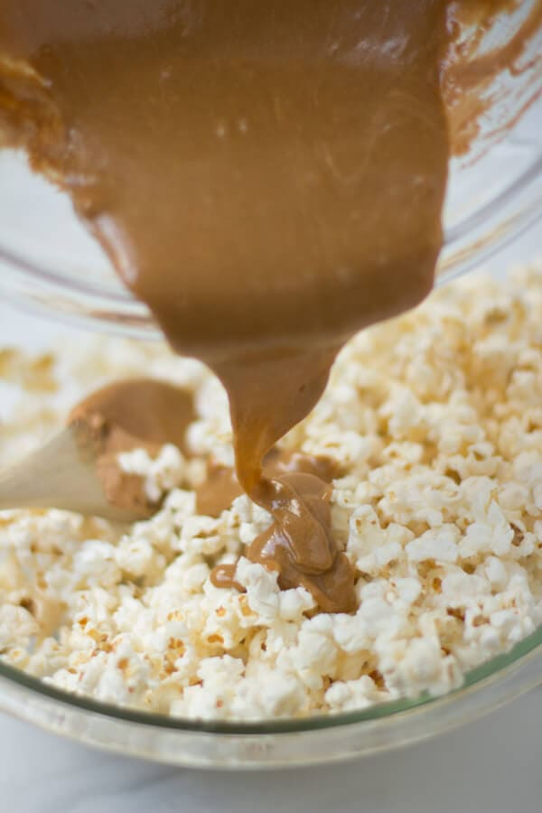 Pumpkin Spice Marshmallow Popcorn for a fun #holiday #snack #recipe ...