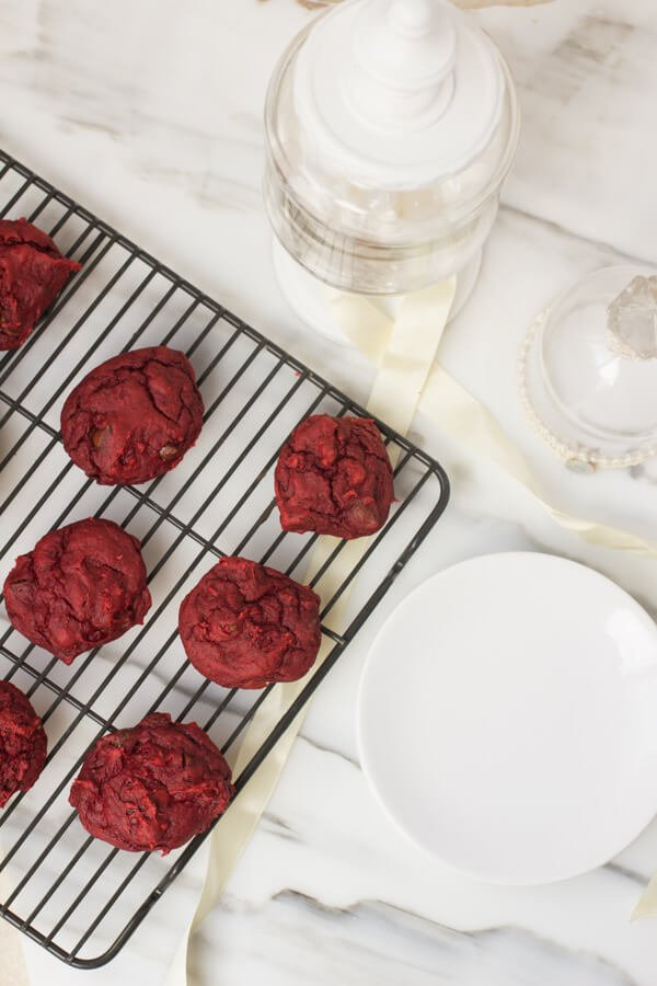 3-ingredient Red velvet pumpkin chocolate chip cookies #holidays #cookies #neighborgifts ohsweetbasil.com