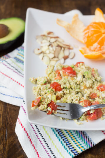 avocado eggs for a lean breakfast to help you tone back up after the holidays ohsweetbasil.com-3