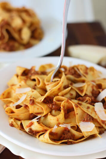 Slow-Cooker-Bolognese-Paparadelle