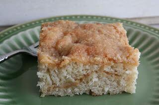 banana crumb cake ohsweetbasil.com