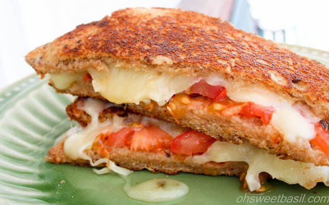 honey pepperjack grilled cheese for a surprisingly delicious sandwich! ohsweetbasil.com