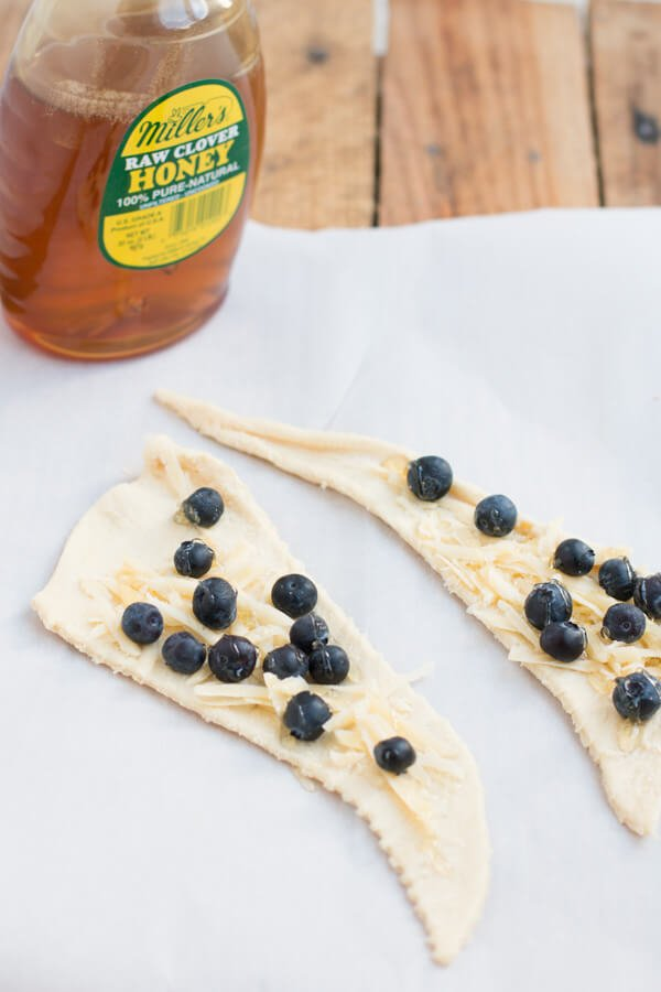 honey blueberry cheese danish ohsweetbasil.com