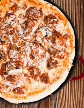 CRAZY GOOD Meatball lasagna pizza! ohsweetbasil.com