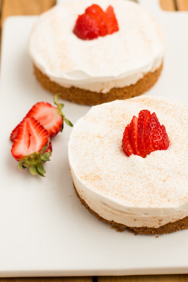 The creamiest no bake churro cheesecakes! plus it has yogurt it in! ohsweetbasil.com