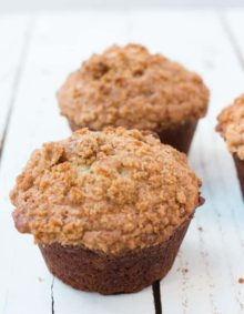 The fluffiest banana bread muffins with crumb topping ohsweetbasil.com
