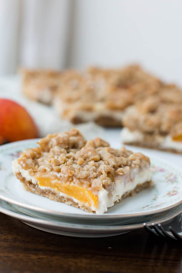peaches and cream crumble bars that are to die for! ohsweetbasil.com