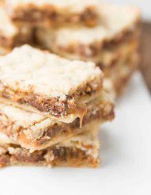 twix caramel blonde brownies ohsweetbasil.com