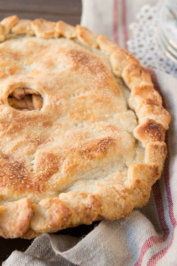 Apple pie with perfect, and easy crust ! ohsweetbasil.com