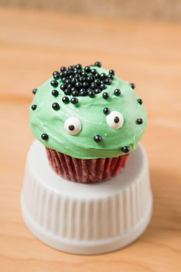 Easy Red Velvet Cupcakes ohsweetbasil.com