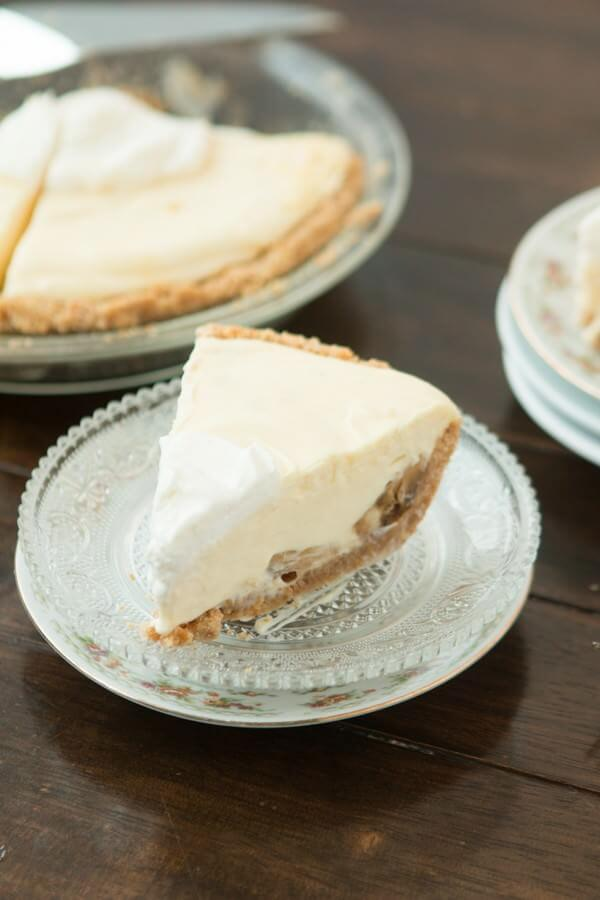 This is one of our favorite quick desserts, no bake banana cream pie with nilla wafer crust. ohsweetbasil.com