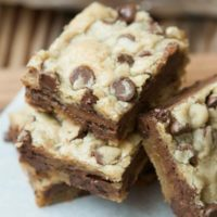 Mudslide brownies are blondies filled with a layer of milk chocolate! ohsweetbasil.com