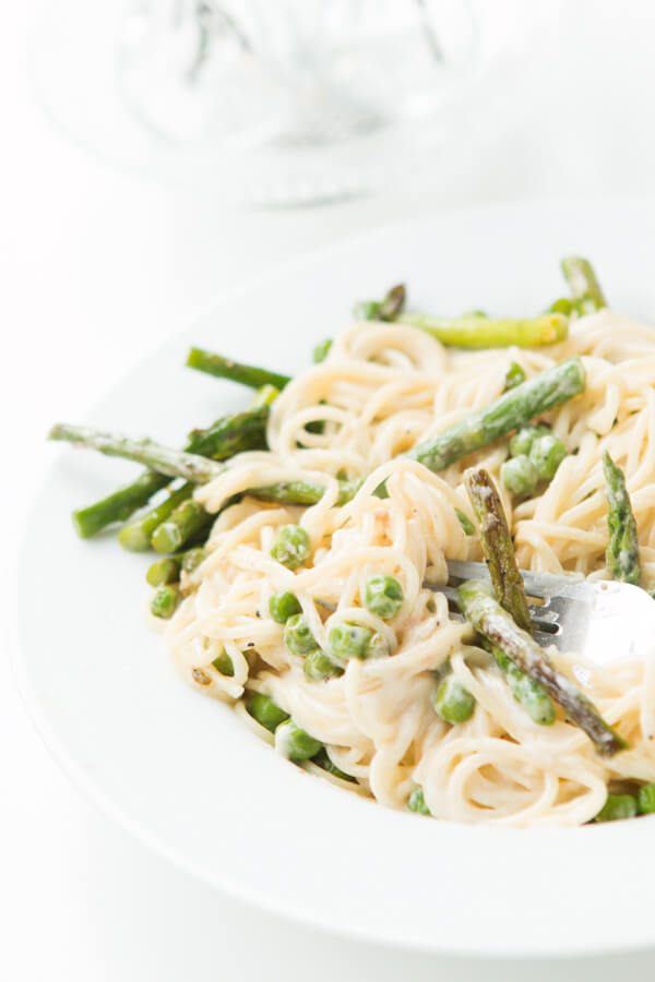 Creamy garlic lemon butter pasta primavera. And it's easy! ohsweetbasil.com