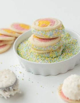 We have been loving these cream filled Easter cookies! ohsweetbasil.com