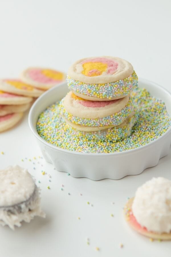 We have been loving these cream filled Easter cookies! ohsweetbasil.com sugar cookies