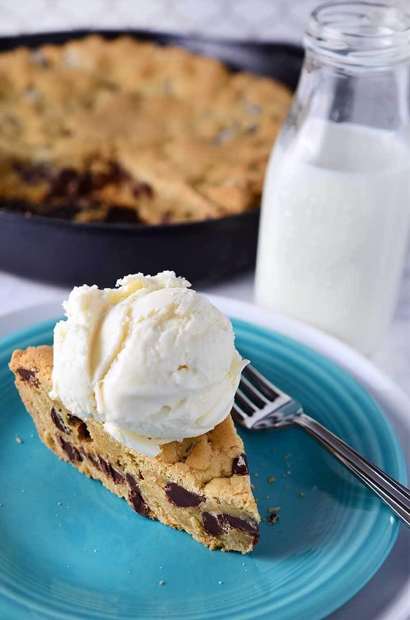 Vanilla Pudding Chocolate Chip Skillet Cookie 800x1208