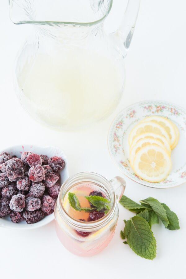 Sparkling Blackberry Lemonade without gobs of sugar! ohsweetbasil.com