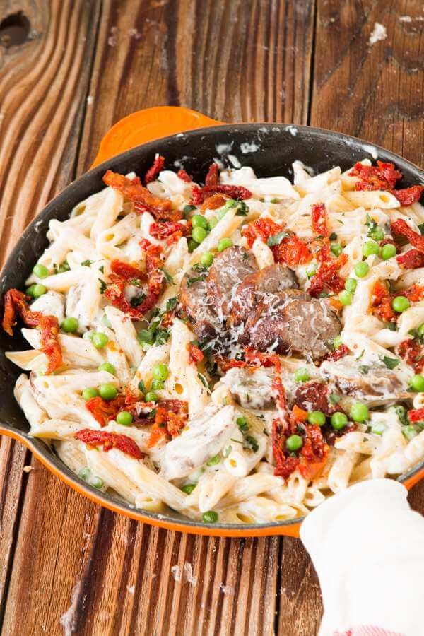 So you think you don't need to try alfredo since it's an old classic? You're so wrong. Just wait until you try this easy sausage alfredo pasta