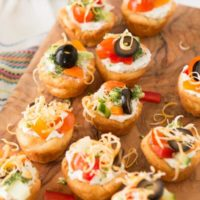 Quick and easy veggie pizza tarts with the best filling I've had for this easy appetizer ohsweetbasil.com