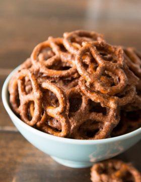 Candied pretzels ohsweetbasil.com