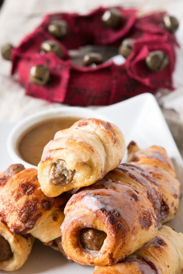 Oh, mama! We made these cinnamon roll pigs in a blanket dunkers for breakfast the other day and it's our new go to breakfast!  ohsweetbasil.com