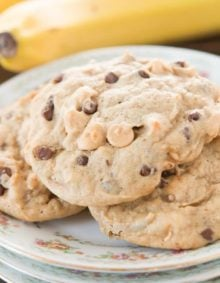 I do not think that chocolate chip cookies rule the world. This recipe for peanut butter banana chocolate chip cookies is pretty up there in the world of awesomeness.