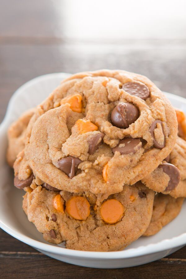 Pumpkin everything forever. Especially these chewy, soft, perfectly wonderful pumpkin spice double chip cookies that smell like heaven!