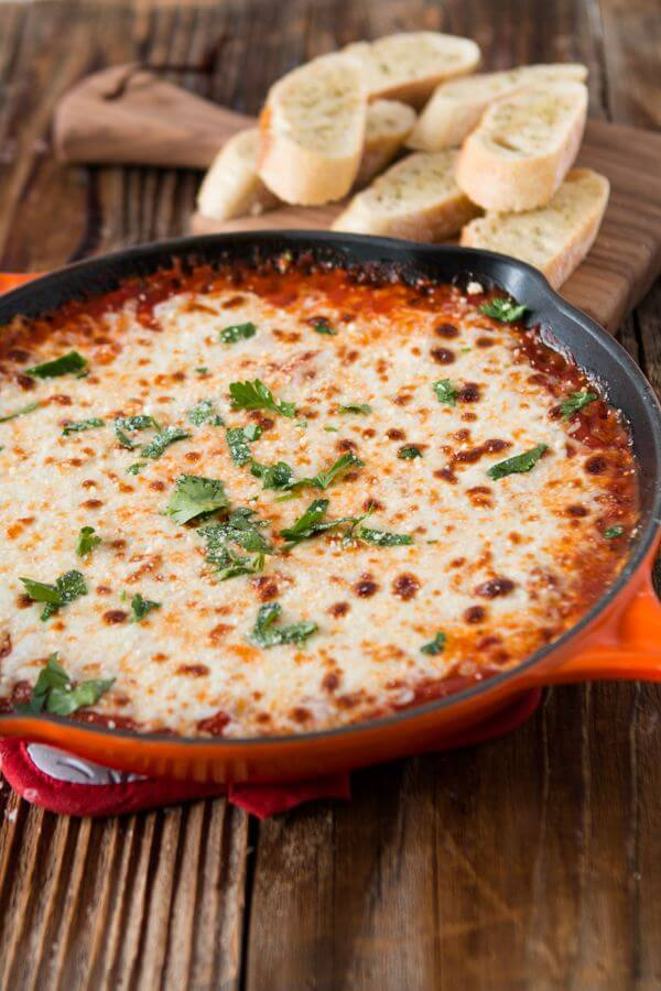 cheesy lasagna dip with garlic bread dippers ohsweetbasil.com
