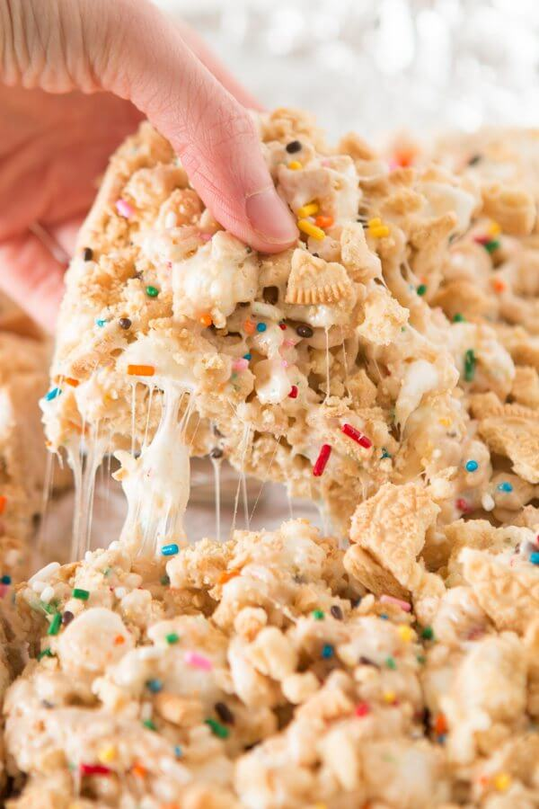 The fluffiest golden oreo funfetti rice krispy treats! ohsweetbasil.com