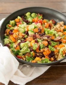 Packed full of veggies and flavor, this vegetarian quinoa skillet is perfect for meatless Monday!