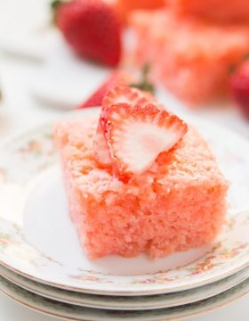 easy-moist-strawberry-lemonade-jello-cake-ohsweetbasil.com