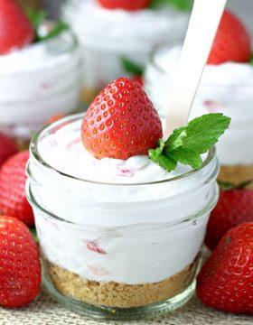 Strawberry Frozen Yogurt Cheesecake