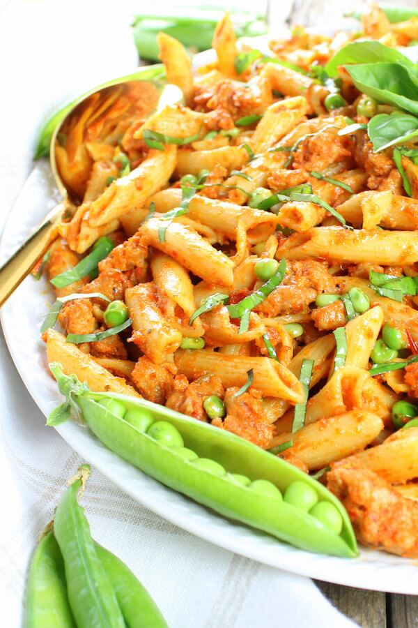 Spicy chicken pasta with peas and sun-dried tomatoes image