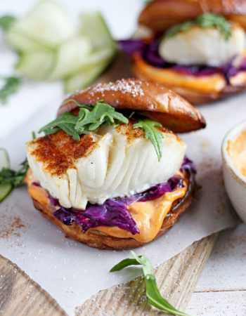 Blackened Fish Burger + Siracha Mayo - a quick and easy weeknight dinner that is healthy, bursting with flavor and on your table in 30 minutes!