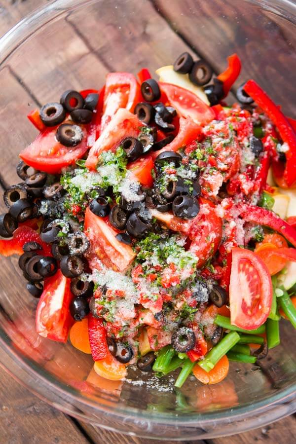 Every summer we look forward to BBQs and potlucks with loved ones but what's a quick and easy side dish to bring?! Fresh Italian Veggie Salad of course! ohsweetbasil.com