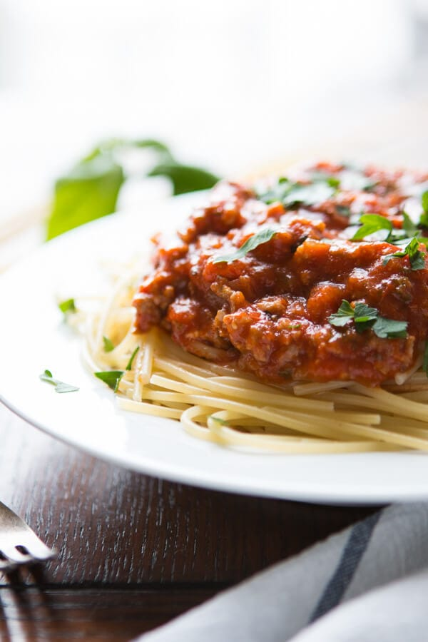 easy homemade spaghetti sauce on noodles