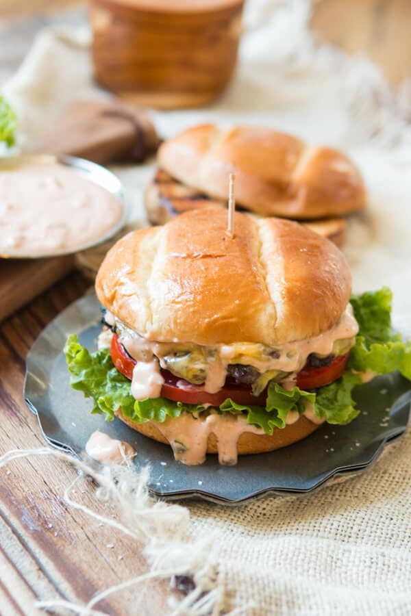 This is it, the killer burger sauce recipe. If you don't want dry, stale burgers look no further for the best classic hamburger sauce.